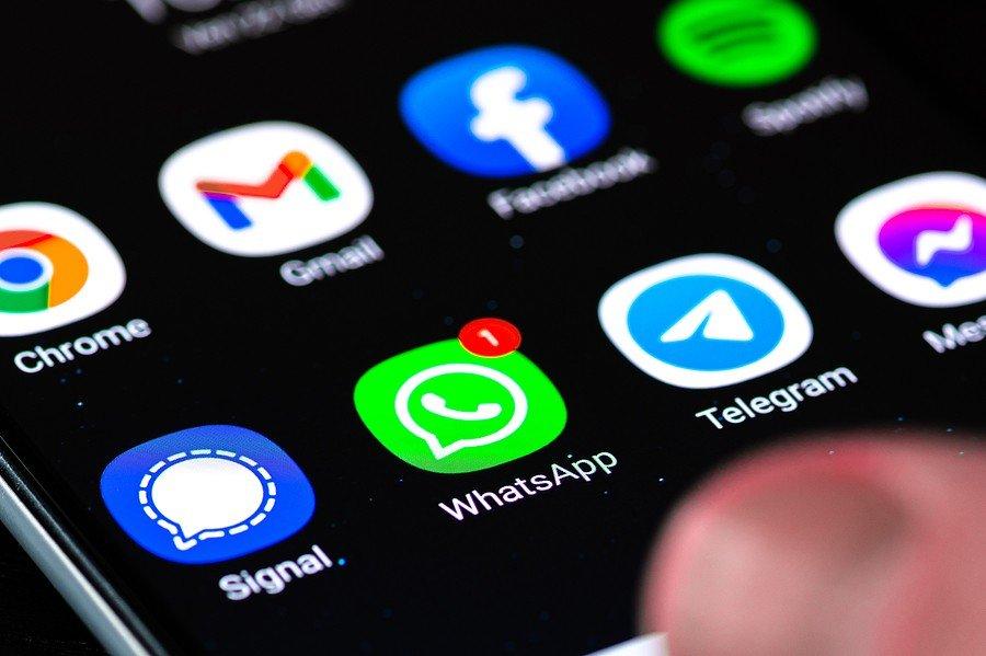 WhatsApp prueba a misil de marketing uniendo funciones de Telegram y Google Maps